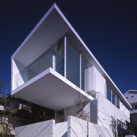 Parabola house atelier tekuto stash pocket for Small japanese house design in tokyo by architect yasuhiro yamashita